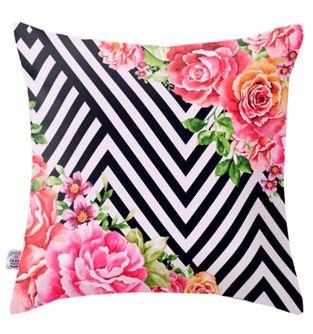 Cojin-Decorativo-Lineas-y-rosas-