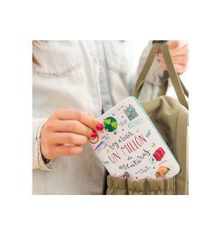 Funda-para-pasaporte-Lovely-Streets---Voy-a-vivir-un-millon-de-aventuras